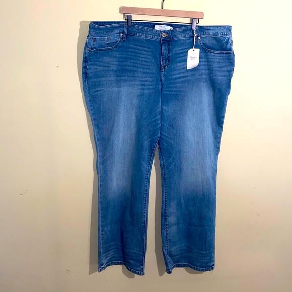 NWT TORRID light wash boot cut jeans 28 L